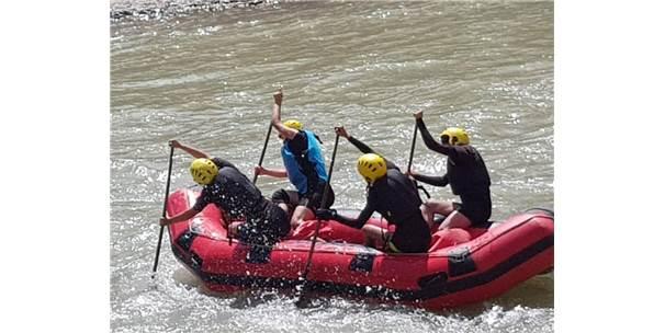 Pertekli  Kadın Raftingciler Milli Takımda