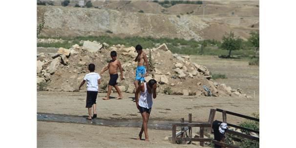 Silvan'da Çocuklar Tehlikeye Dalıyor