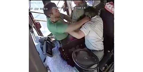 Antalya'da Otobüs Şoförünü Darp Eden Yolcu Hakkında Suç Duyurusunda Bulunuldu