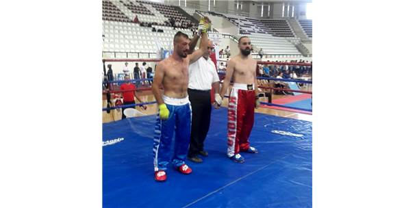 Kick Boks Sporcuları Madalya İle Döndü