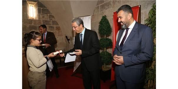 Payas'ta Öğrencilere 23 Bin 450 Kitap, 544 Adet Zeka Oyun Seti Dağıtıldı