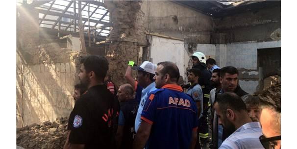 Van'da Restorasyon Esnasında Duvar Çöktü