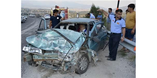 Otomobil İle Kamyonet Çarpıştı: 5 Yaralı