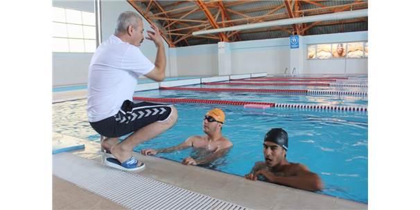 Engelliler Yüzmeyi Eğlenerek Öğreniyor