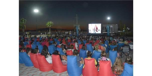 Yeni Şakran'da Açık Hava Sinema Nostaljisi