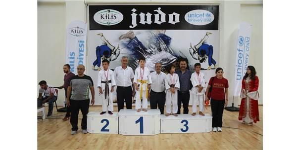 Dereceye Giren Judoculara Madalyaları Verildi