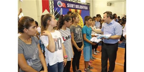 Siirt'te 3 Bin 400 Sporcuya Forma Dağıtıldı