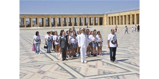 Madalyalarla Anıtkabir'e Ziyaret