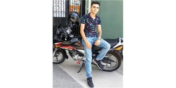 İzmir'de Motosiklet Refüje Girdi: 1 Ölü, 1 Yaralı
