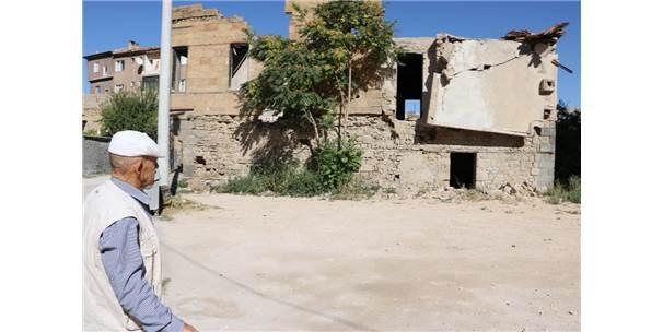 Sit Alanındaki Tarihi Evler Tehlike Saçıyor