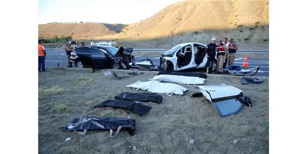 Erzincan'da İki Otomobil Çarpıştı: 7 Ölü, 3 Yaralı
