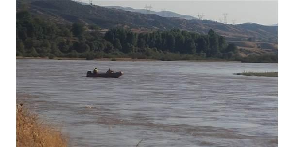 Baraj Kapakları Açılınca Adacıkta Mahsur Kaldılar