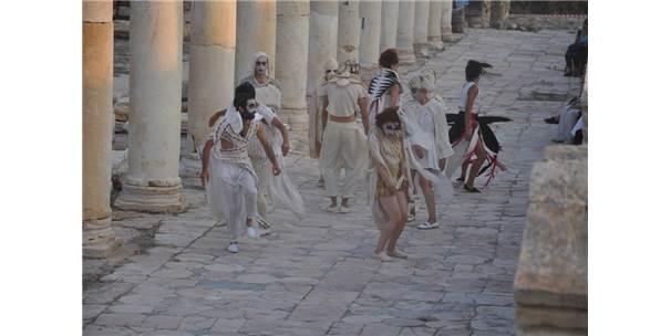 Tripolis'te Sanatçılar Danslarla Kuşları Canlandırdı