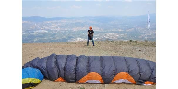 Simav'da Yamaç Paraşütü Festivali