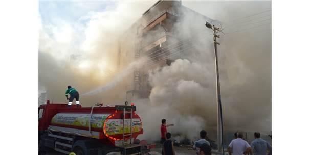 Odun Yangını Binaya Sıçradı
