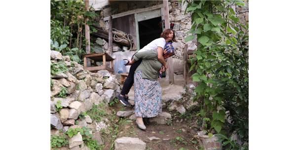 Sırtta Taşınarak Evine Ulaşan Ms Hastasına Vatandaşlardan Destek