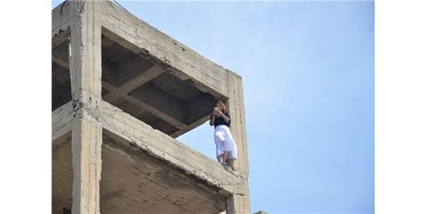 Genç Kadını 5. Kattan Atlarken İtfaiye Amiri Kurtardı