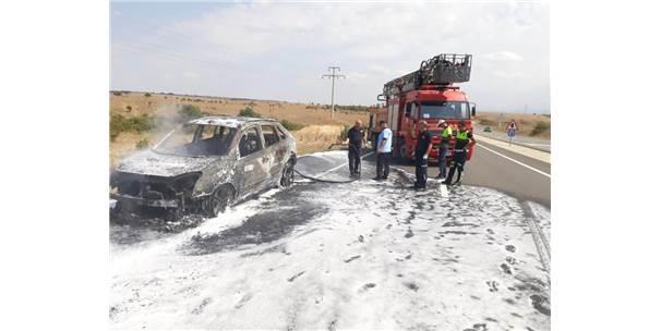 Seyir Halindeyken Yanan Otomobil Küle Döndü