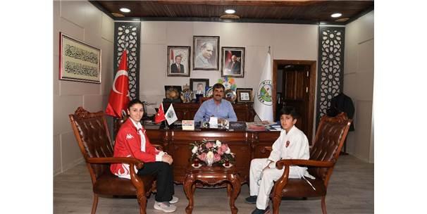 Başkan Asya, Milli Sporcuyu Ödüllendirdi