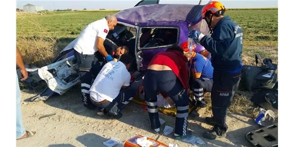 Aksaray'da Otomobil Takla Attı: 1'İ Bebek 3 Yaralı