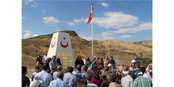 1994'te Haince Şehit Edilen 13 Ulukaleli İçin Anıt Yapıldı