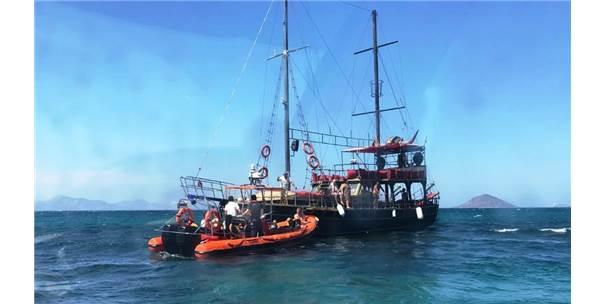 Karaya Oturan Teknedeki Turistler Tahliye Edildi