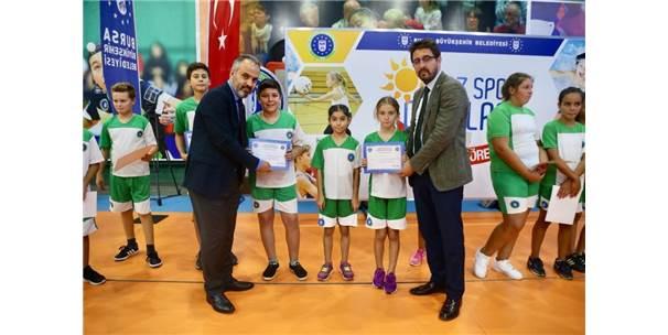 Küçük Sporcuların Sertifika Heyecanı