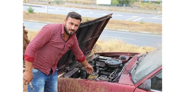 Çamurdan Kurtarmak İstediği Otomobilini Yaktı