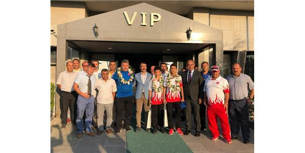 Balkan Şampiyonları Coşkuyla Karşılandı