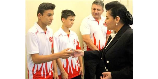 Vali Civelek, Balkan Şampiyonlarını Ödüllendirdi