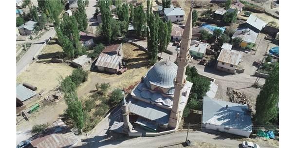 25 Yıllık Caminin 58 Yıllık Minaresi