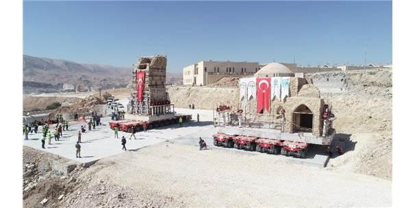 İmam Abdullah Türbesi'nin Minaresi Taşındı