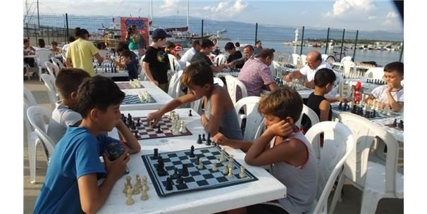Sokakta Satranç Oynadılar