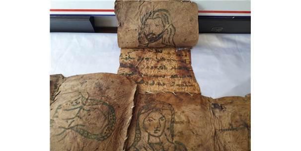 Hakkari'de 17 Parça Tarihi Deri İncil Ele Geçirildi