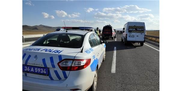 Lastiği Patlayan Minibüs Takla Attı: 5 Yaralı