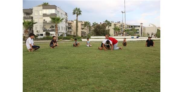 Erdemli Belediyesi'nden Gençlere Güreş Eğitimi