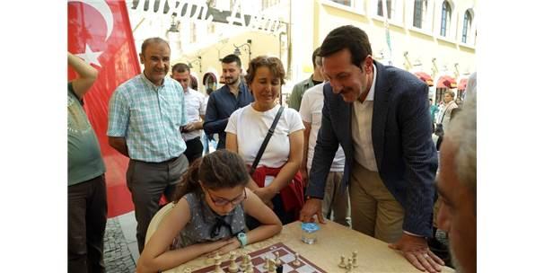 Samsun'da Sokak Ortasında Satranç Etkinliği