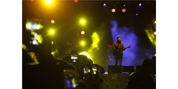 Emre Aydın'dan 3 Derecede Montlu Konser