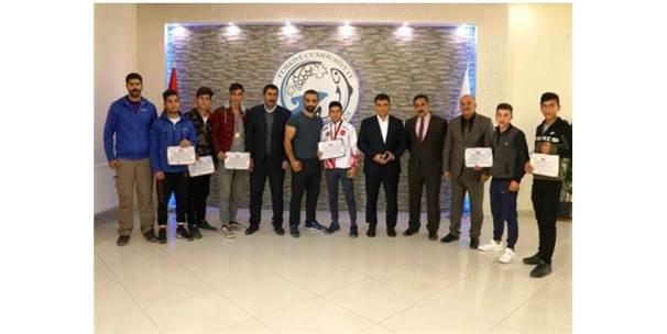 Ercişli Gençler 5 Madalyayla İlçeye Döndü