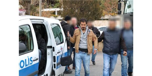 Fetö'den Aranan Kişi Simit Satarken Yakalandı
