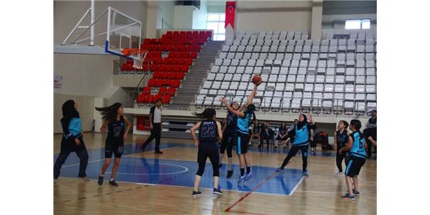 Genç Kızlar Basketbol Müsabakaları Başladı