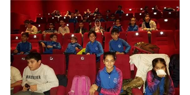Okulun Başarılı Öğrencileri Sinema İle Ödüllendirildi