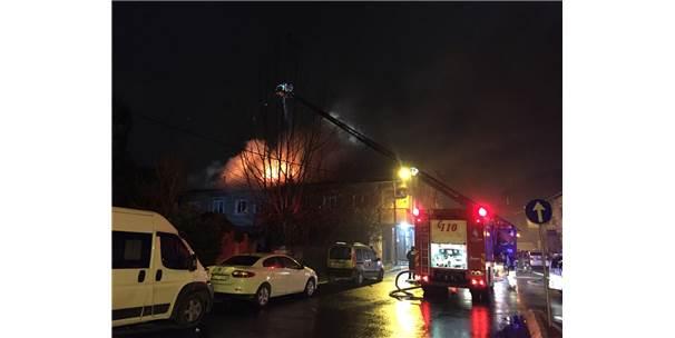 Ümraniye'de İki Katlı Bir Evde Yangın Çıktı
