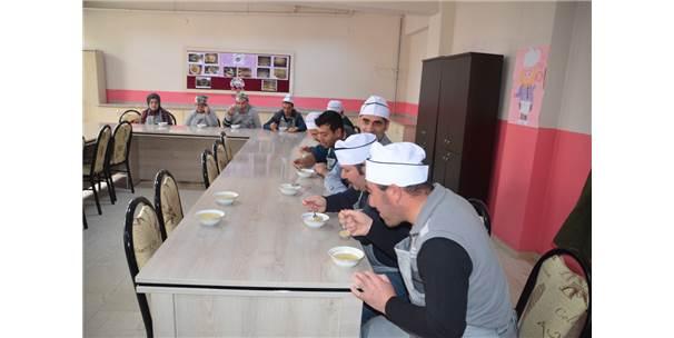Muş'ta Engelliler Aşçılık Öğreniyor