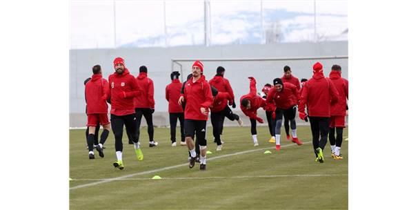Sivas Haberleri: Hakan Keleş: Trabzonspor maçında galip gelmek istiyoruz 75