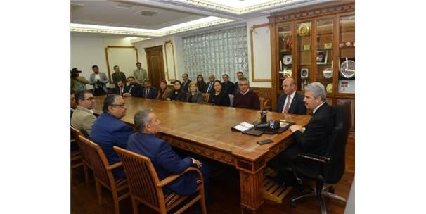 Başkan Ekicioğlu, İlk Ziyaretini Vali Akın'a Yaptı