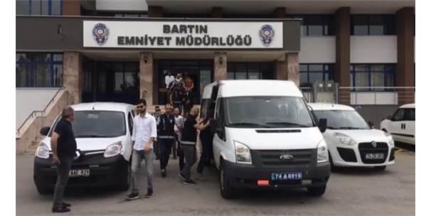 Çalıntı Kamyonetle Büyükbaş Çalan 5 Kişi Tutuklandı