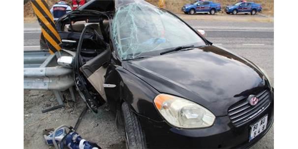 Otomobil Bariyerlere Çarptı; Belediye Meclis Üyesi Yaralandı, Eşi Öldü