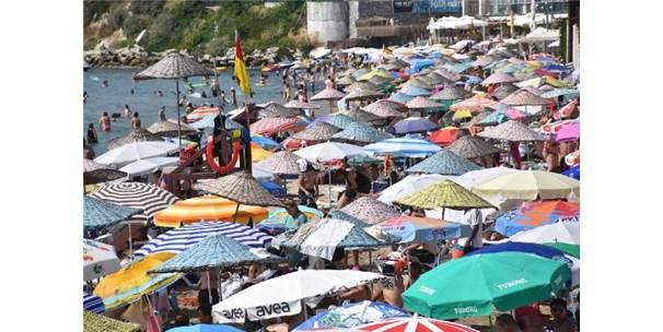 İstanbullular Oy Kullanmaya Gitti, Plajlar Egeliler İle Turistlere Kaldı