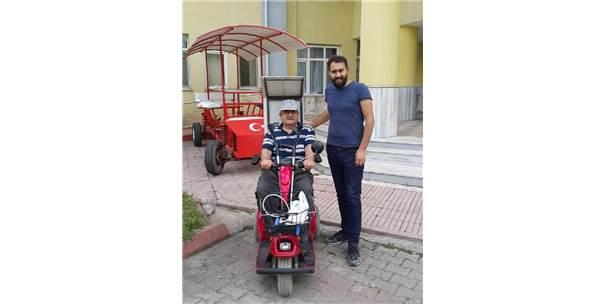 Engelli Vatandaşın Arızalanan Akülü Aracını, Öğrenciler Tamir Etti